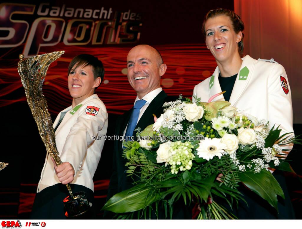 Doris Schwaiger (AUT), Verteidigungs- und Sportminister Gerald Klug und Stefanie Schwaiger (AUT). Foto: GEPA pictures/ Walter Luger (02.11.2013)