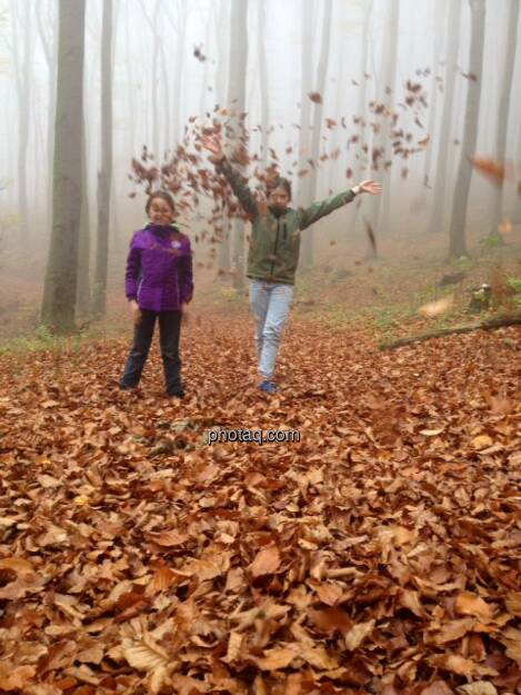 Kinder, Blätter, Wald, © Martina Draper / Diverse (02.11.2013)