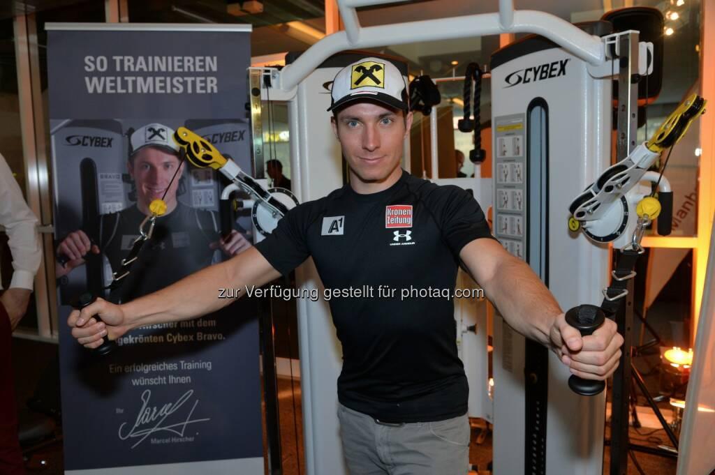 99 Tage vor den Olympischen Winterspielen sprach Ski-Star Marcel Hirscher mit Sportfans über seine Trainingsgeheimnisse im Manhattan Fitness (03.11.2013)