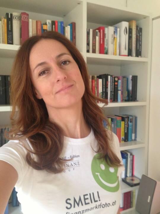 So einen Smeil will ich haben, Sylvia Dellantonio, willhaben.at (Shirt in der Immofinanz-Edition)