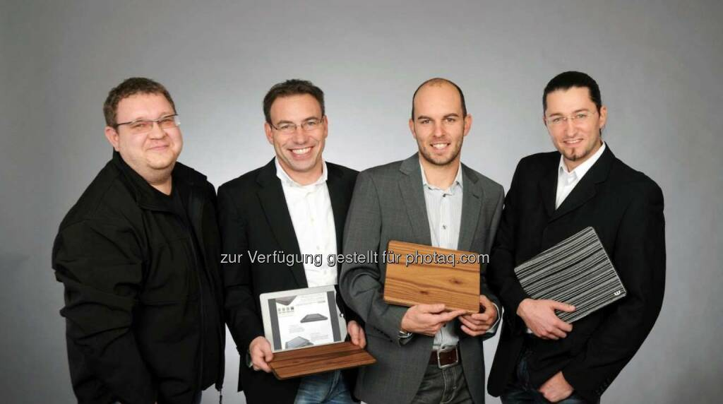 """Woodero GmbH, die sich auf die Herstellung von exklusiven und funktionalen Holzcases für Tablets spezialisiert hat, die weltweit einzigartig sind. """"Wir spielten schon seit einiger Zeit mit dem Gedanken, unsere Idee mittels Crowd-Funding zu finanzieren. Mit der österreichischen Plattform 1000x1000.at haben wir hierfür den perfekten Partner gefunden"""", erzählt Alexander Krauser, zuständig für die Internationalisierung des Unternehmens. (Foto: Innovation Service Network) (13.11.2013)"""
