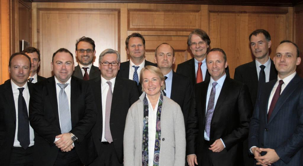 Zertifikate-Gipfel in Wien: Thibault Gobert, AFPDB; Andres Malm, SETIPA; Walther Almquist, SETIPA; Dario Savoia, ACEPI; Klaus Oppermann, DDV; Reinhard Bellet, Präsident EUSIPA; Heike Arbter, ZFA; Jürg Stähelin, SVSP; Hartmut Knüppel, DDV; Frank Weingarts, ZFA; Nikolaus Neundörfer, DDV; Thomas Wulf, EUSIPA  (15.11.2013)