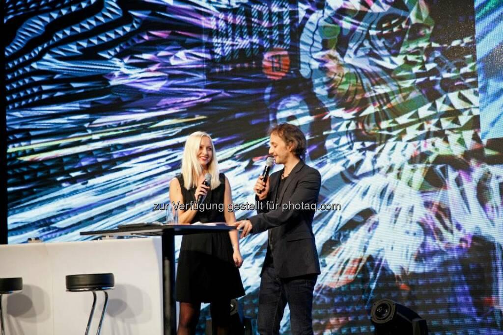 Projektverantwortliche Jutta Scheibelberger mit Moderator Michael Ostrowski, © ZIT, www.contentaward.at , www.zit.co.at (15.11.2013)