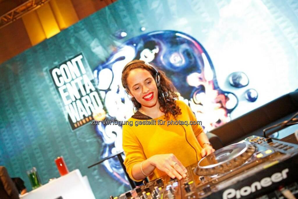 DJ Joyce Muniz (Official) sorgte für musikalische Untermalung bei Visuals von Vorjahresgewinnern 1n0ut, © ZIT, www.contentaward.at , www.zit.co.at (15.11.2013)