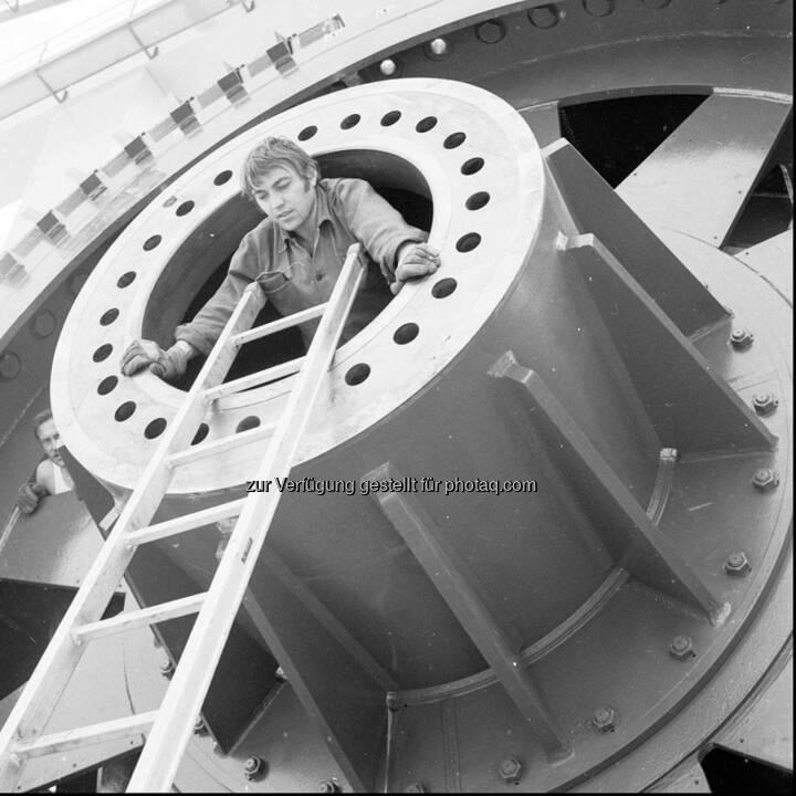 Der Verbund öffnet ein Fenster in die Vergangenheit und blickt zurück in die Bauzeit des Wasserkraftwerkes Altenwörth. Lasst euch mit dieser Bildgalerie in die 70er Jahre entführen, der Bauphase des Kraftwerks. http://goo.gl/k2UCcv oder unter www.verbund.com/flickr