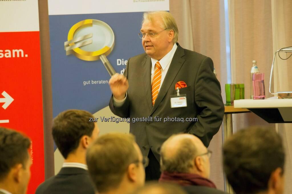 Herbert Samhaber auf der Jahrestagung der OÖ Finanzdienstleister (Bild: WKOÖ Finanzdienstleister) (18.11.2013)