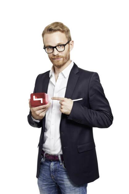 Daniel Cronin moderiert die finale Live-Show 2 Minuten 2 Millionen - Die Puls 4 StartUp-Show (Bild: Georg Schellnberger) (19.11.2013)