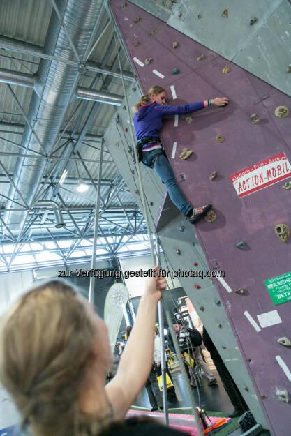 Photo + Adventure 2013, Berg, bergsteigen, klettern, sichern, Sicherung, Sicherheit, halten, auffangen, Schutz (C) Martina Draper, © teilweise www.shutterstock.com (20.11.2013)
