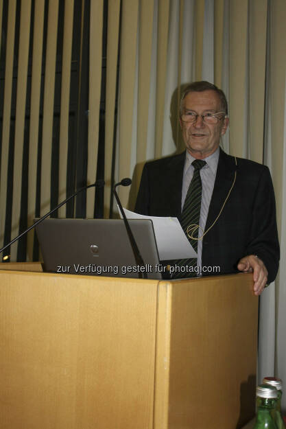 Gunther Tichy spricht an der JKU über die Ursachen der Banken- und Schuldenkrise (Foto: JKU) (15.12.2012)