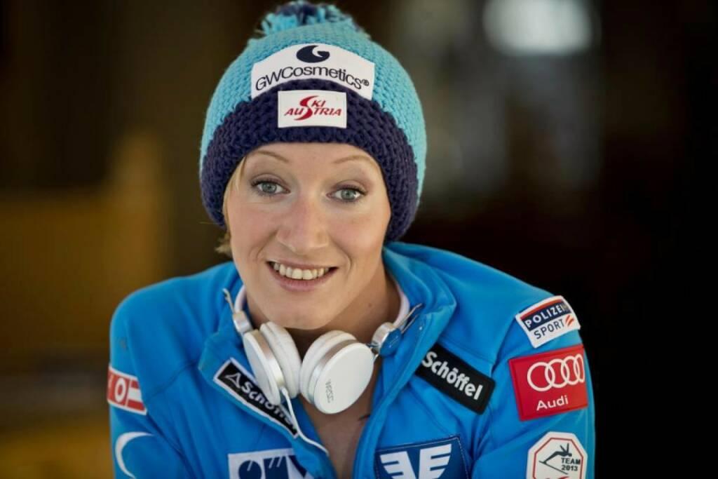 Daniela Iraschko-Stolz, die Weltklasse-Skispringerin arbeitet für den OVB (21. November), finanzmarktfoto.at wünscht alles Gute!, © entweder mit freundlicher Genehmigung der Geburtstagskinder von Facebook oder von den jeweils offiziellen Websites  (21.11.2013)