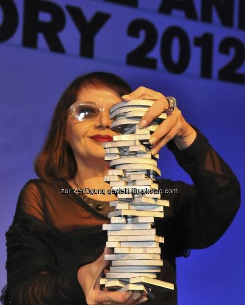 Die Gewinnerin des Igor Zabel Award for Culture and Theory 2012, Kuratorin, Kunsthistorikerin und -theoretikerin Suzana Milevska, nahm ihren Preis in der Nationalgalerie Zacheta in Warschau entgegen (c) Erste Stiftung/ Marek Krzyzanek (15.12.2012)
