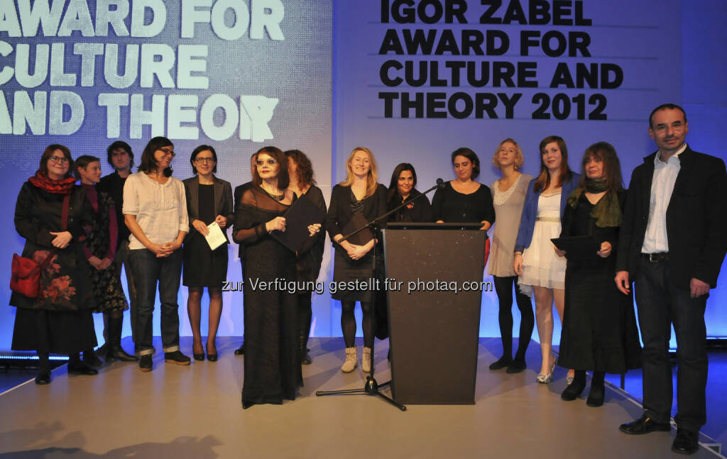 Alle Gewinner und Stipendiaten des Igor Zabel Award for Culture and Theory 2012: Suzana Milevska, Sabine Hänsgen, Klara Kemp-Welch, European Roma Cultural Foundation - im Bild mit Vertretern der Erste Stiftung, der Igor Zabel Association for Culture and Theory und der Nationalgalerie Zacheta (c) Erste Stiftung/ Marek Krzyzanek (15.12.2012)