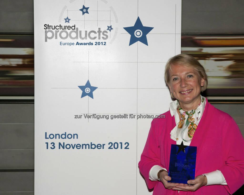 """Raiffeisen Centrobank (RCB) wurde am 13. November 2012 bei der Verleihung der Structured Products Europe Awards in London in der Kategorie """"Best in Central and Eastern Europe"""" nach 2007 und 2010 erneut ausgezeichnet. Bild: Chefin Heike Arbter (c) incisive media (15.12.2012)"""
