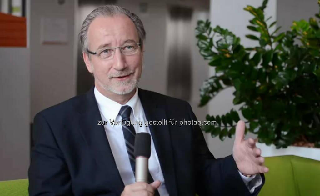 """Thomas Irschik, Geschäftsführer Wien Energie """"Man kann fast jede Position erreichen, wenn man es will."""" Umsicht, Einfühlungsvermögen und Konsequenz seien wichtig in seiner Position als Geschäftsführer von Wien Energie, erzählt Thomas Irschik. Sein Credo: """"Wenn du glaubst etwas zu sein, hast du aufgehört etwas zu werden."""" Das Video (5:46min.) dazu unter http://www.whatchado.net/videos/thomas_irschik  , © whatchado (24.11.2013)"""