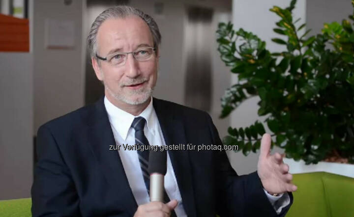 """Thomas Irschik, Geschäftsführer Wien Energie """"Man kann fast jede Position erreichen, wenn man es will."""" Umsicht, Einfühlungsvermögen und Konsequenz seien wichtig in seiner Position als Geschäftsführer von Wien Energie, erzählt Thomas Irschik. Sein Credo: """"Wenn du glaubst etwas zu sein, hast du aufgehört etwas zu werden."""" Das Video (5:46min.) dazu unter http://www.whatchado.net/videos/thomas_irschik"""