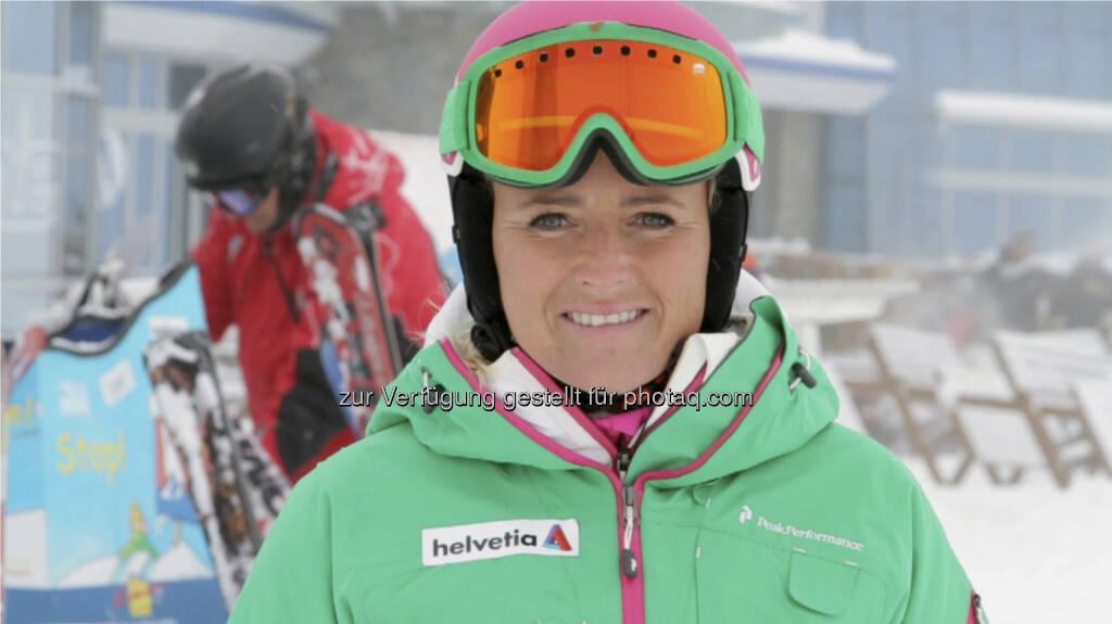 Alexandra Meissnitzer, ehemalige Ski-Rennläuferin und zweifache Ski-Weltmeisterin, analysiert auch in der Weltcup-Saison 2012/2013 die Speedbewerbe der Damen als Helvetia Markenbotschafterin. (Bild: Helvetia)  (15.12.2012)