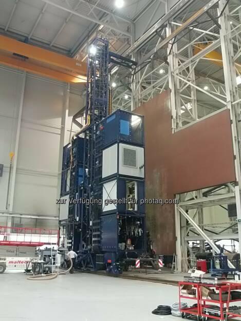 Palinger-Anlage (HTC-S) in Weng/China. Palfinger systems GmbH mit Sitz in Salzburg hat von Jurong Shipyard – ein Unternehmen der  Sembcorp Marine Gruppe, Singapur –, einem der weltweit führenden  Werftbetreiber im Marinebereich, einen Referenzauftrag für das weltweit erste High-Tech-Carrier-System (HTC-S) zur automatisierten Bearbeitung von Schiffsrümpfen in einem Dock erhalten. Der Erstauftrag hat ein Volumen von mehr als 10 Mio EUR, die Lieferung ist für das erste Halbjahr 2014 geplant. (25.11.2013)