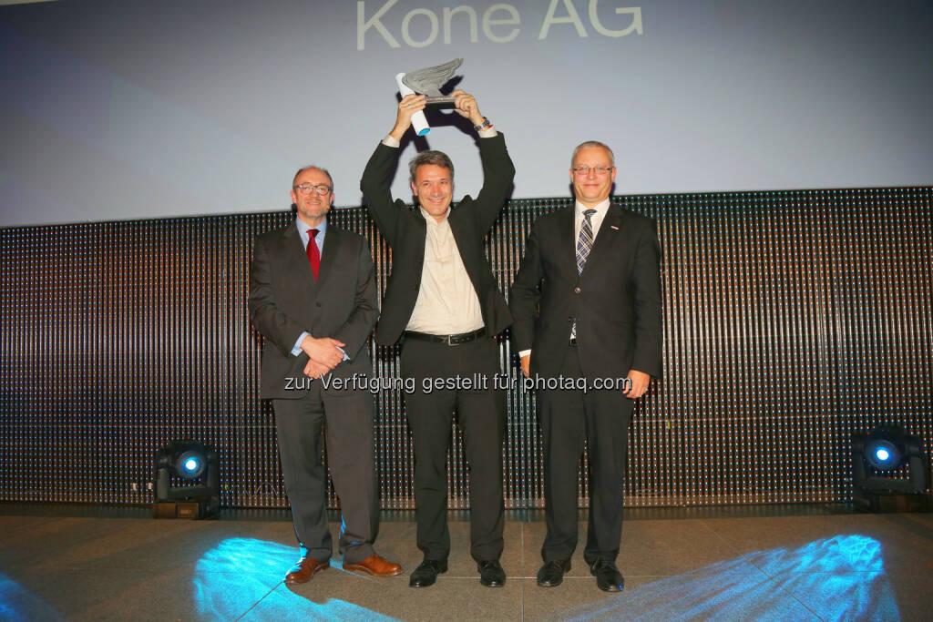 OMV-Generaldirektor-Stv. David Davies, Kone Vorstand Andreas Stavik und KSV1870-Prokurist Gerhard Wagner ( v.li.), © WirtschaftsBlatt / Peroutka (26.11.2013)