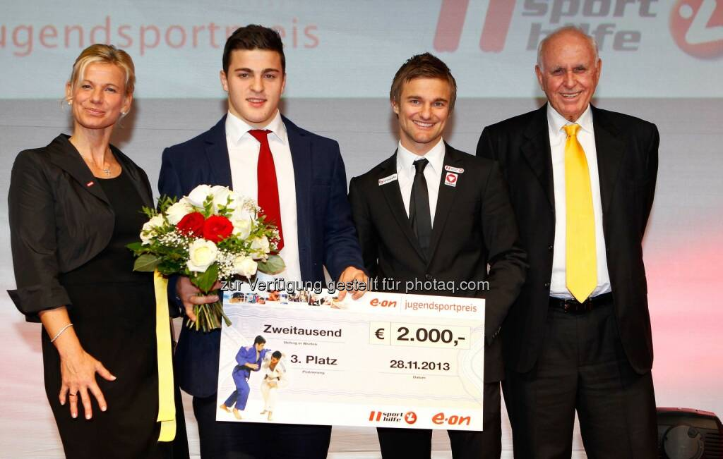 Eva Helfert Wittl, Marko Bubanja, Ludwig Paischer (AUT) und Praesident Michael Kuhn (Sports Media Austria). (Foto: GEPA pictures/ Mathias Mandl) (29.11.2013)