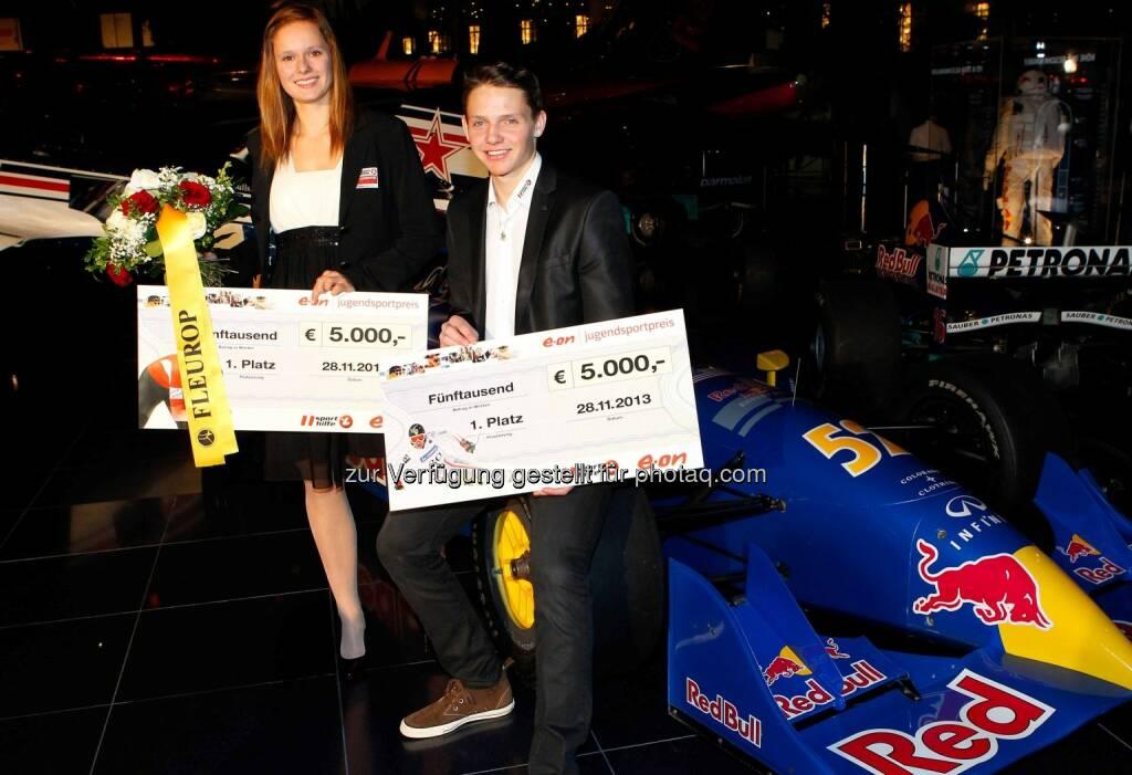 Eisschnellläuferin Vanessa Bittner und Skifahrer Manuel Annewanter wurden im Hangar-7 in Salzburg mit dem E.ON Jugendsportpreis 2013 ausgezeichnet (Bild: GEPA/Sporthilfe) (29.11.2013)