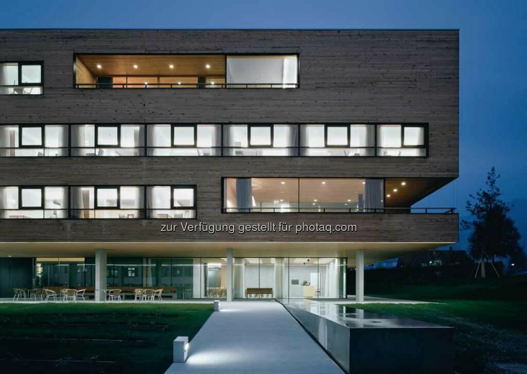 Lichtlösung: Downlight PANOS, Lichtlinien SLOTLIGHT, Pflegeheim Dornbirn (Bild: Zumtobel) (29.11.2013)