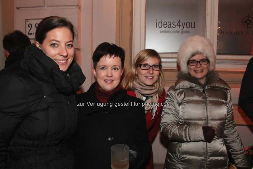 Anna Niederhofer (Post), Silvia Wendecker (Wiener Börse), xx, Teresa Schinwald (RCB), © Wiener Börse AG (29.11.2013)