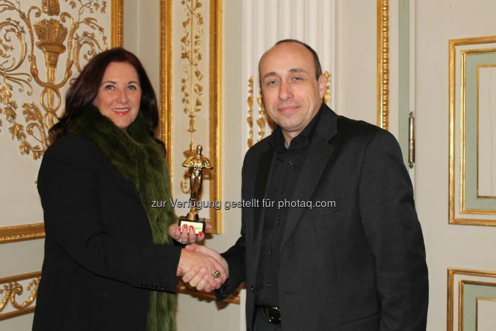 Finanzberater des Jahres: Monika Kopf mit Organisator Michael Müller, ©