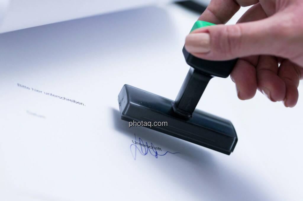 Unterschrift Stempel Vertrag (02.12.2013)