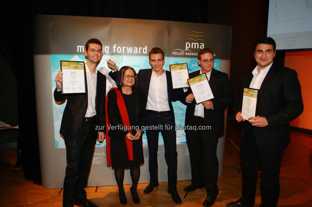 Die Gewinner des pma junior award 2013 - das Projektteam von Green Racing aus der HTL Rennweg - mit Projektleiter Daniel Marik (Mitte) (Bild: pma/Elke Mayr) (02.12.2013)