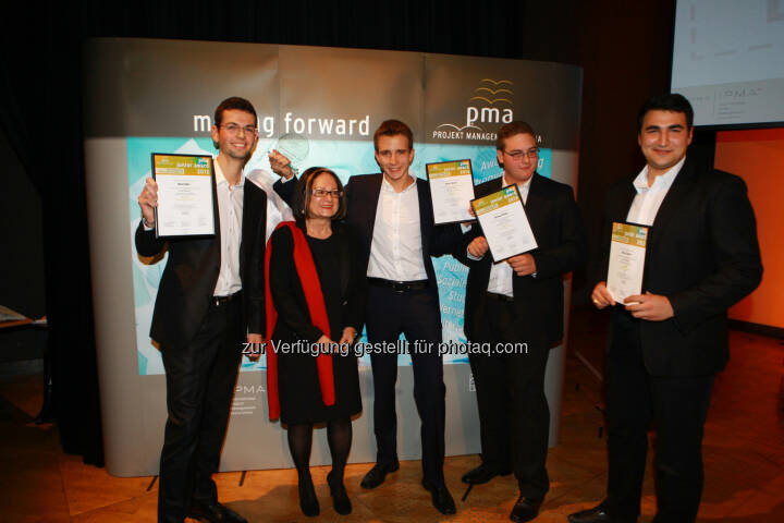 Die Gewinner des pma junior award 2013 - das Projektteam von Green Racing aus der HTL Rennweg - mit Projektleiter Daniel Marik (Mitte) (Bild: pma/Elke Mayr)