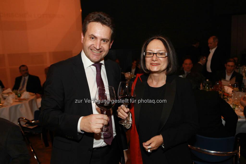 Manfred Kirmair, project manager of the year 2013, beim Anstoßen mit Brigitte Schaden, pma Vorstandsvorsitzende (Bild: pma/Elke Mayr) (02.12.2013)