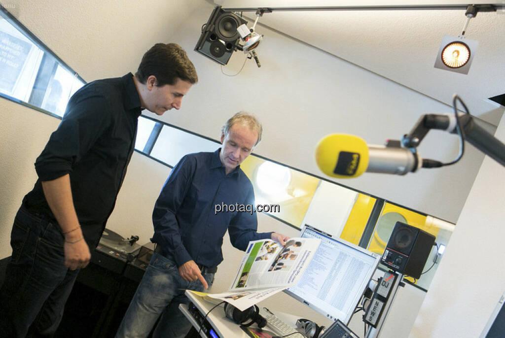 Robert Zikmund, Christian Drastil mit dem Fachheft bei FM4 (15.12.2012)