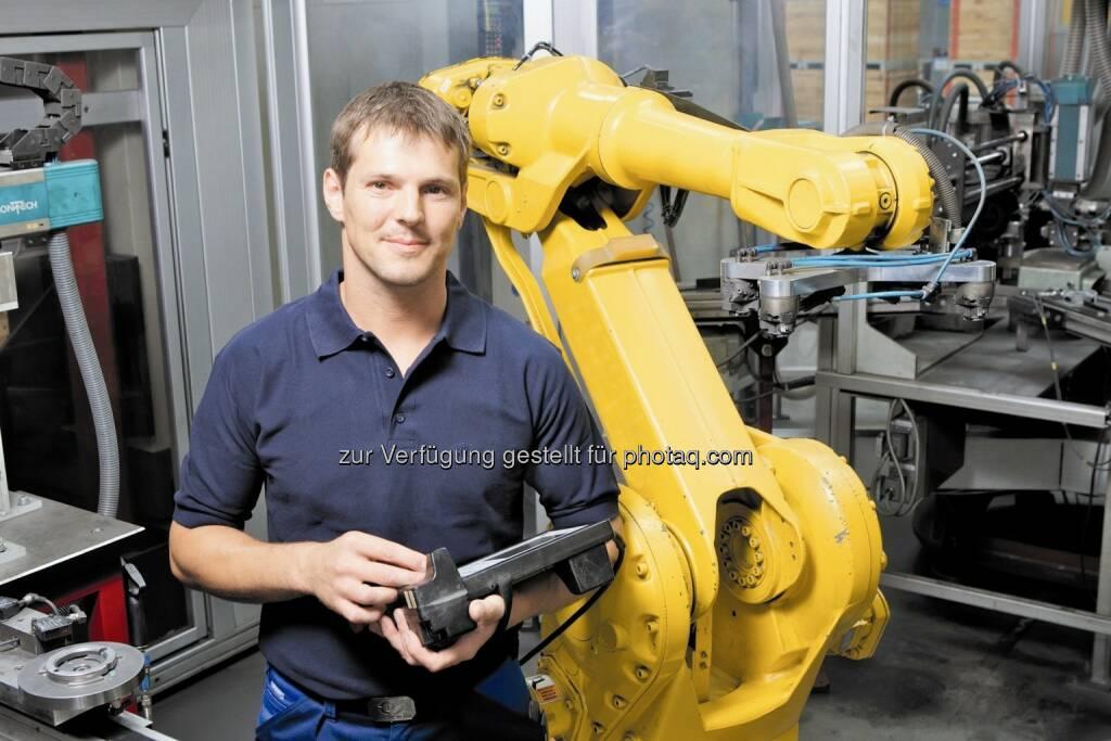 Mitarbeiter in der Miba-Produktion, © Miba (04.12.2013)