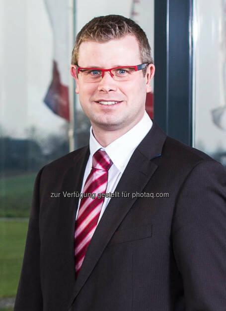 Polytec: Markus Huemer (32) wird zum Mitglied des Vorstands mit Verantwortung für Business Development sowie zum stellvertretenden Vorstandsvorsitzenden der Polytec Holding AG bestellt. Markus Huemer studierte Produktion und Management an der FH Steyr und absolvierte ein MBA-Programm für Finanzmanagement an der Johannes Kepler Universität Linz. Nach seinem Eintritt in die Polytec Group im Jahr 2005 war er zunächst als Assistent des Vorstands in Schweden, Deutschland und Spanien tätig. Seit 2012 ist er in seiner Rolle als Vice President Business Development vor allem für strategische Projekte des Konzerns verantwortlich (c) Polytec (05.12.2013)