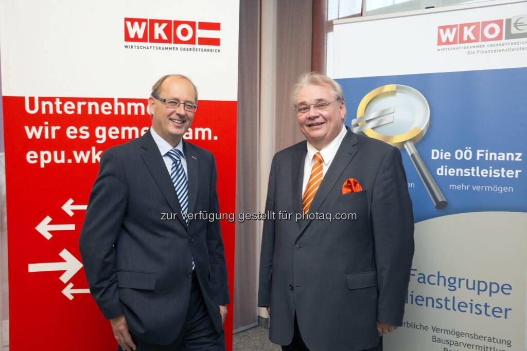 Fachgruppen-Obmann Herbert Samhaber, Fachgruppen-Geschäftsführer Thomas Wolfmayr präsentieren Checkliste zur Pensionsvorsorge  (Bild: WKO-Fachgruppe OÖ Finanzdienstleister) (11.12.2013)