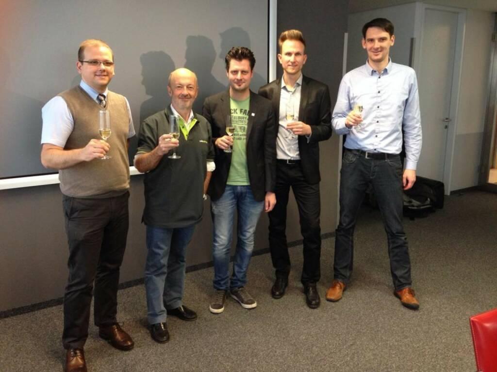 LineMetrics und Hansi Hansmann nach dem Signing: Wolfgang Hafenscher, Hansi Hansmann, Alfred Luger, Alexander Dopler und Reinhard Nowak bei der Verlagsgruppe News (12.12.2013)