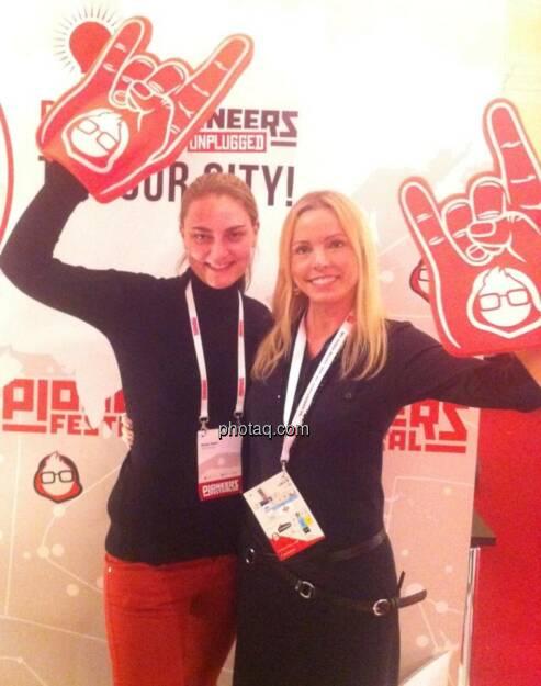 Yes! Pioneers Festival 2013: Sonja Hahn, Halla Gudrun Mixa , © finanzmarktfoto.at/Martina Draper (14.12.2013)