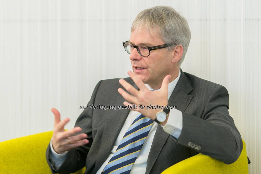 Martin Walter, Compliance Officer, Telekom Austria Group anlässlich der PK Telekom Austria Group hat als erstes österreichisches Unternehmen ein konzernweit zertifiziertes Compliance Management System eingeführt (Bild: Telekom Austria Group/APA-Fotoservice/Hinterramskogler) (16.12.2013)