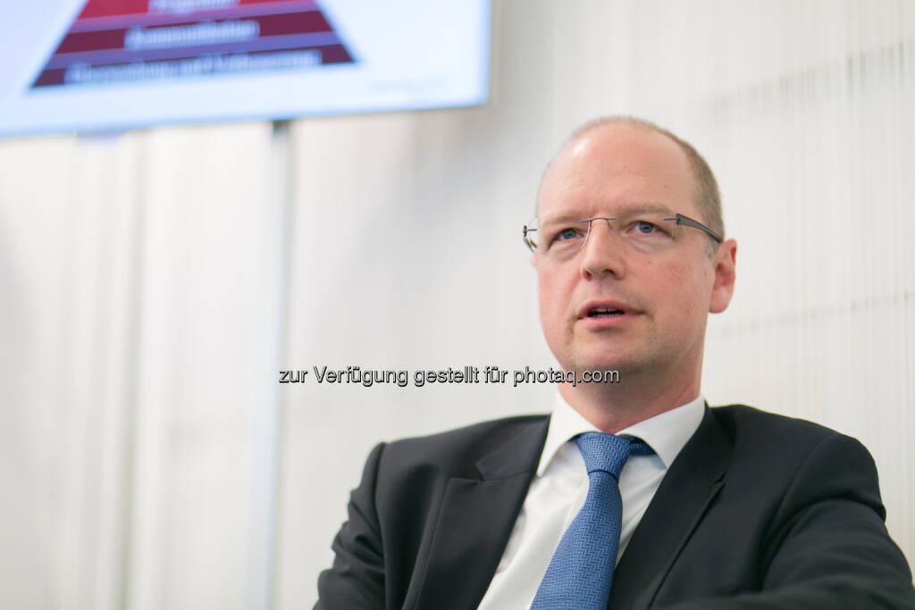 Jörg Busch, Partner für Compliance und Risk Services, PwC Österreich anlässlich der PK Telekom Austria Group hat als erstes österreichisches Unternehmen ein konzernweit zertifiziertes Compliance Management System eingeführt (Bild: Telekom Austria Group/APA-Fotoservice/Hinterramskogler) (16.12.2013)