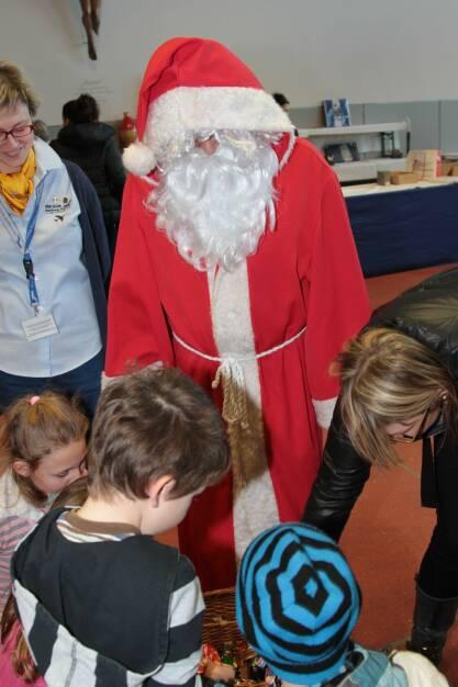 Der Weihnachtsmann am 25. Familientag am Salzburg Airport (c) Salzburg Airport (17.12.2013)