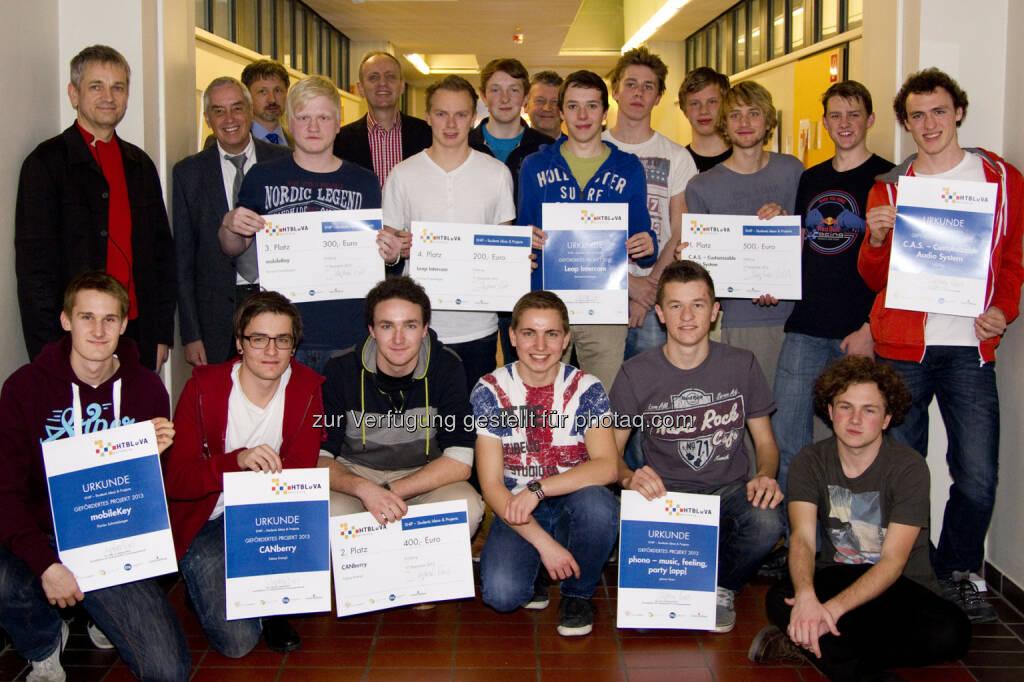 Die fünf Siegerteams der HTL Salzburg mit den Organisatoren. © Salzburg Research (18.12.2013)