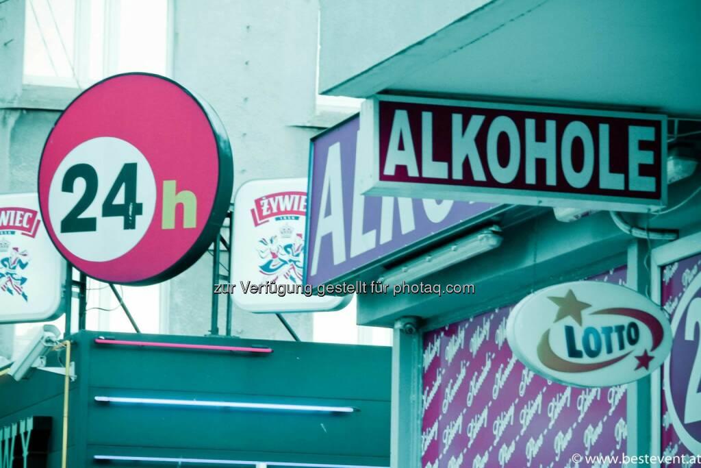 Warschau 24h Alkohhol, © Herbert Gmoser (25.12.2013)