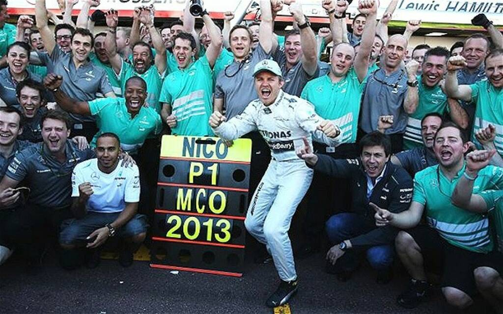 Rene Berger (im Bild u.a. auch Lewis Hamilton und Toto Wolff, Mercedes): Ein wichtiger Schritt  am Weg zu unserem 2.Platz in der Konstrukteurswertung!Was für ein Team! Eine Ehre, dabei sein zu dürfen, © beigestellt (25.12.2013)