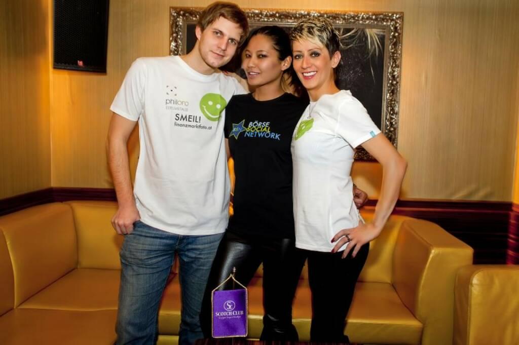 Chris Mattura mit Scotch Girls Smeil anlässlich des 2nd BSN Day http://finanzmarktfoto.at/page/index/860 (Shirts in der philoro-Kollektion) (26.12.2013)