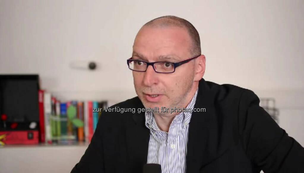 """Hans Bachinger, Geschäftsführung """"Ich habe das Verlangen gehabt mich selbstständig zu machen, mit meinem eigenen Beratungsunternehmen."""" Das hat Hans Bachinger mit """"Menschen im Vertrieb"""" auch getan, nachdem er zuerst im Vertrieb von Mercedes Benz- und BMW-PKW gearbeitet hat. """"Wichtig ist, dass man an die ganze Sache mit unkonventionellen Ansätzen herangeht."""" Das Video dazu (6:41min.) unter http://www.whatchado.net/videos/hans_bachinger, © whatchado (29.12.2013)"""