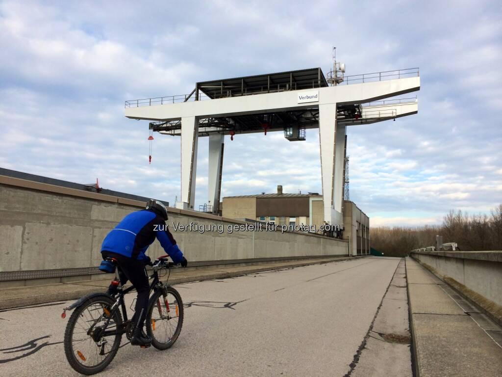 Verbund Kraftwerk Greifenstein, Radfahrer, © Martina Draper (29.12.2013)