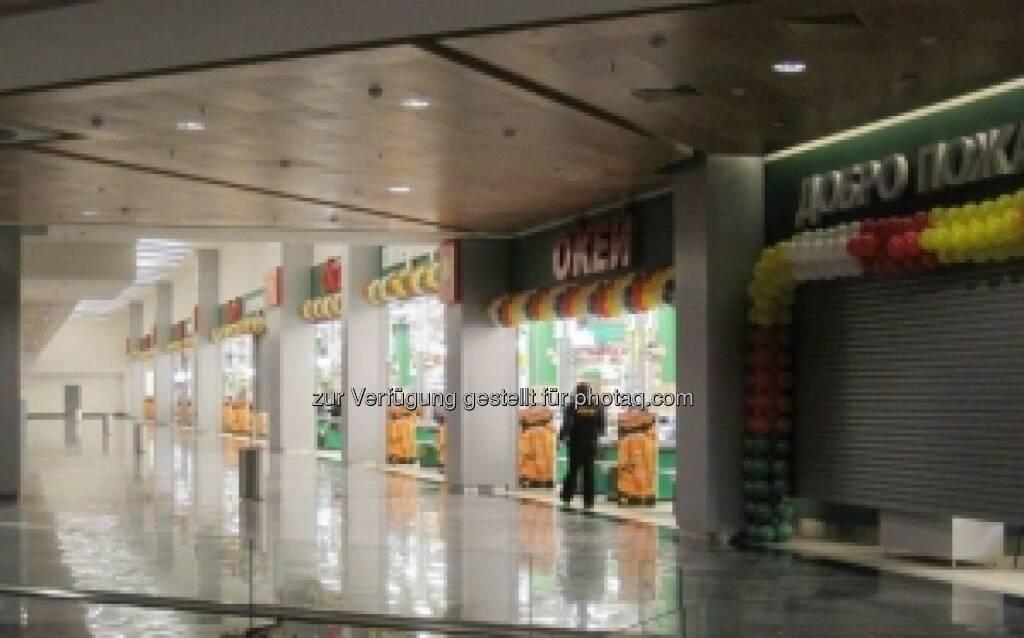 Immofinanz: Wie geplant noch im alten Kalenderjahr ging am 31. Dezember die Teileröffnung des Shopping Centers GoodZone in Moskau über die Bühne. Sämtliche Genehmigungen erfolgten rechtzeitig – und somit vor den russischen Weihnachten. http://blog.immofinanz.com/de/2013/12/31/immofinanz-okey-oeffnet-im-moskauer-prestige-projekt-goodzone-die-pforten/ (02.01.2014)