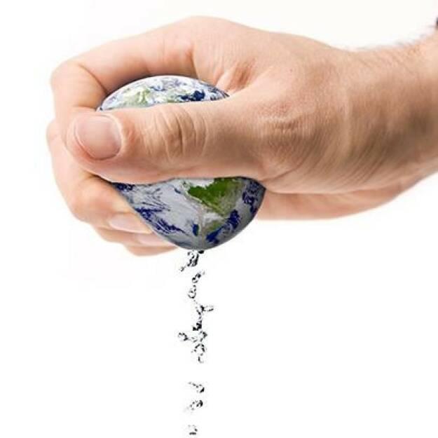 BWT, Wasser, Welt: Wusstet ihr, dass der Pro-Kopf-Tagesverbrauch von Wasser bei rund 130 Litern liegt? Dieses Wasser wird allein beim Trinken, Duschen, Baden und Kochen sowie beim Wäsche waschen, Geschirr spülen oder beim Heizen verbraucht. Mehr Wissenswertes zum persönlichen Wasserverbrauch findet ihr hier: http://bit.ly/1e7mVmO (06.01.2014)