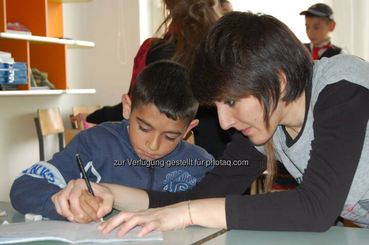 S Immo AG verlängert Caritas-Kooperation Die börsennotierte S Immo AG unterstützt seit 2008 Projekte der Caritas, in denen benachteiligten Kindern und Jugendlichen in Rumänien und Ungarn sowie älteren Menschen in Bulgarien geholfen wird. Diese Kooperation wird auch 2014 fortgesetzt. Im Rahmen ihrer Weihnachtsaktion 2013 unterstützte die S Immo darüber hinaus die Caritas Aktion Schenken mit Sinn. (C) Caritas