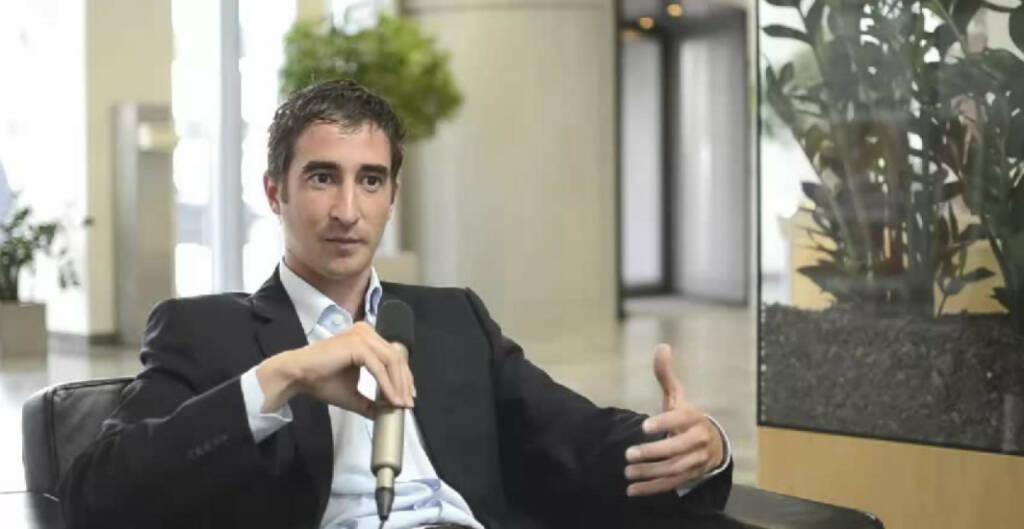 Clemens Bauer, Senior Consultant, Unternehmensberatung Man muss relativ flexibel sein, sagt Clemens Bauer über seinen Job als Consultant bei PwC. Sein Schwerpunkt ist der Bereich Unternehmenssanierung. Ein Ratschlag an sein 14-jähriges Ich: Verlass dich auf dein Bauchgefühl, es enttäuscht dich meistens nicht. Das Video (5:24min.) dazu unter: http://www.whatchado.net/videos/clemens_bauer , © whatchado (09.01.2014)